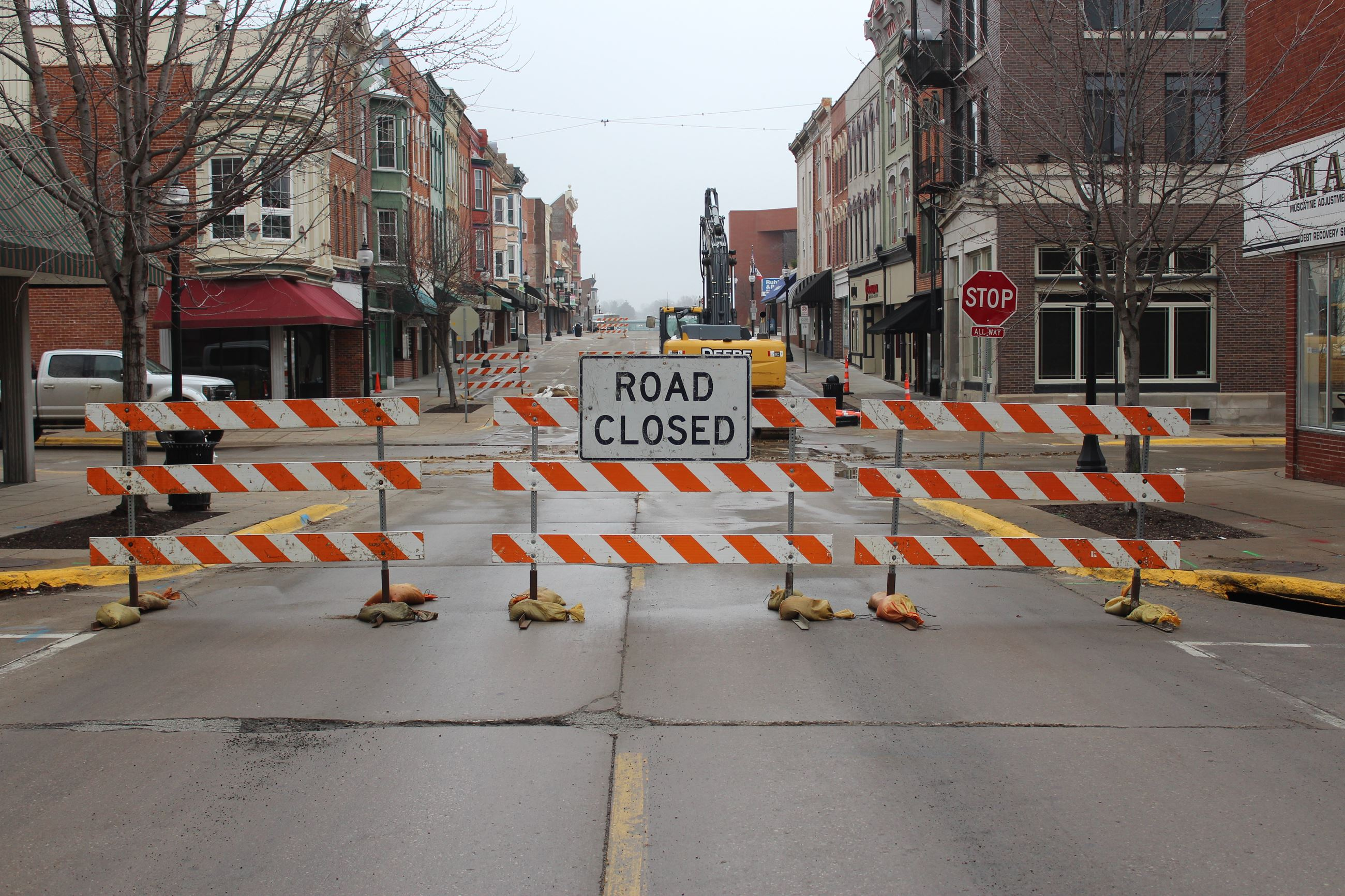 031621 2nd Street Sycamore Intersection Closed 002 (JPG)