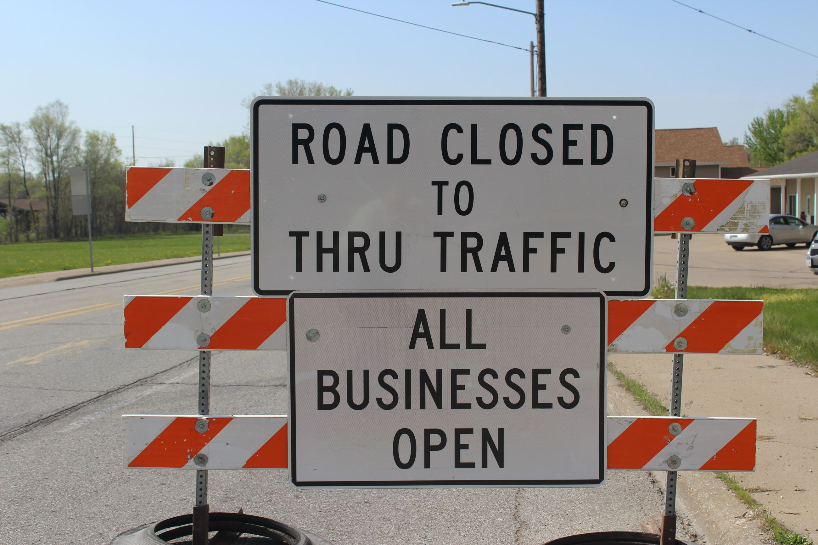 042721 Grandview Avenue - road closed but open to businesses (JPG)